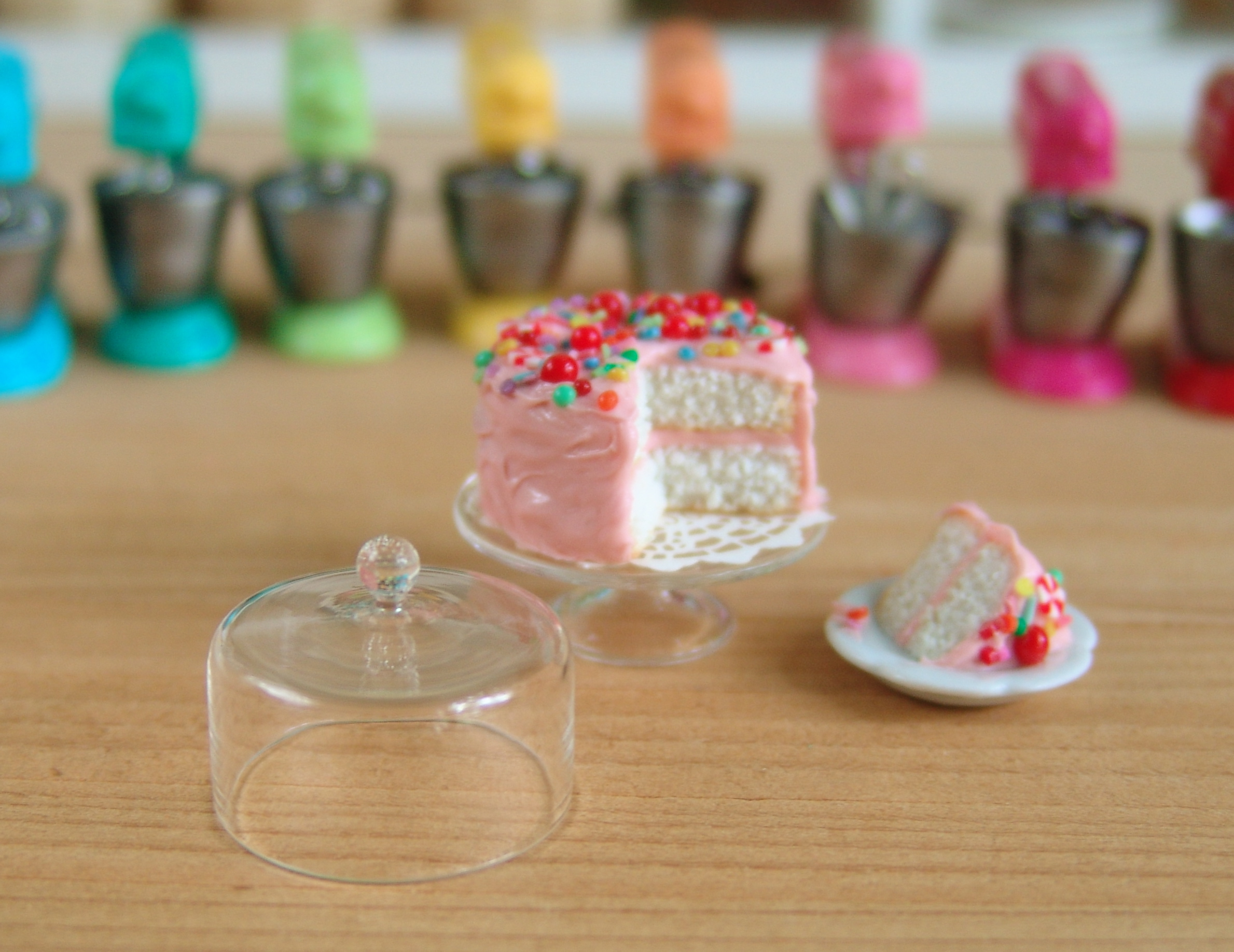 Dollhouse Miniatures Set of Glass Cake Cover and Stand with Cup Cake and Pie
