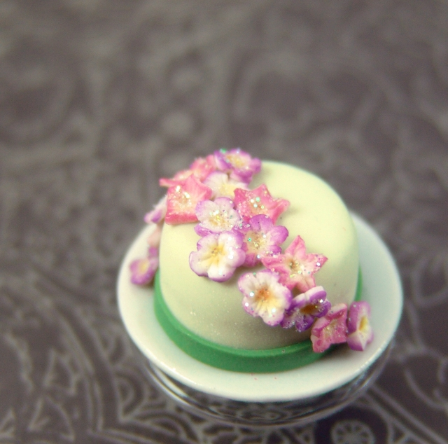 Miniature Cake with Flowers