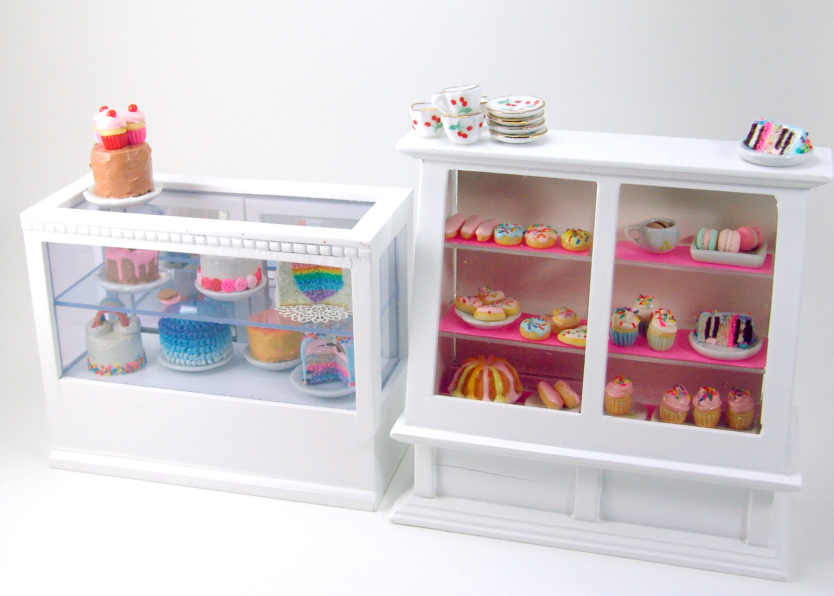 Miniature Bakery: The Cake Case Is Done! | The Mouse ...  |Miniature Bakeries